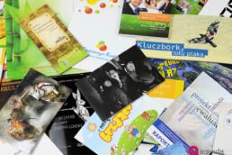 wydawnictwa, gazety, katalogi, książki, ulotki, mapy